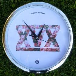 Epidemic Records - XVX (Rose) - Orologio A Muro (Cornice Argentata)